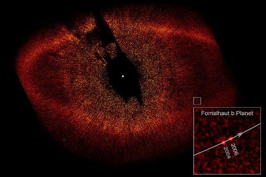 Dysk pyłowy wokół gwiazdy Fomalhaut oraz egzoplaneta Fomalhaut b / Credits -  NASA, ESA, P. Kalas (Univ. of California, Berkeley) et al.