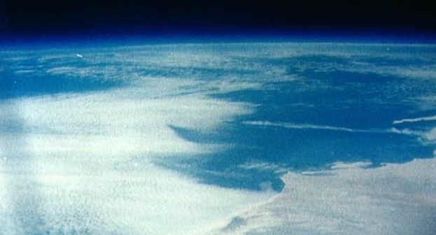 Zdjęcie Ziemi wykonane przez Carpentera w trakcie lotu Mercury-Atlas 7 (NASA/S62-03270)