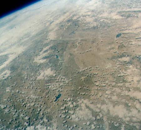 Widok z pokładu pojazdu kosmicznego 'Faith 7' na obszar Tybetu (NASA)