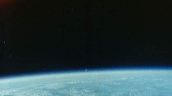 Zdjęcie chmur nad Oceanem Indyjskim wykonane przez Glenna w trakcie misji Friendship 7 (NASA/S62-06021)