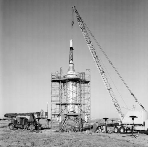 Przygotowanie w bazie Wallops do wystrzelenia makiety kapsuły Mercury w teście Little Joe (NASA/EL-2000-00290)