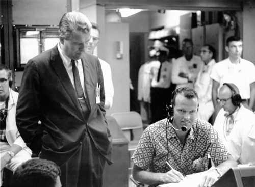 Wernher von Braun i astronauta Gordon Cooper w centrum misji Mercury (NASA/MSFC-6415627)