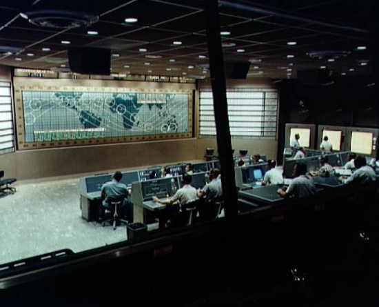 Centrum kontroli przed rozpoczęciem misji Mercury-Atlas 8 (NASA/S62-05139)