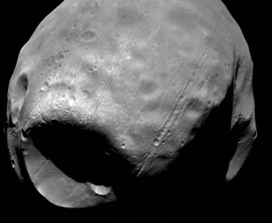 Phobos - większy z księżyców Marsa - sfotografowany podczas misji Viking (NASA/JPL)