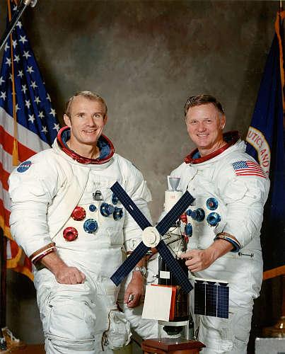Vance Brand i Don Lind, załoga misji ratunkowej Skylab (NASA)