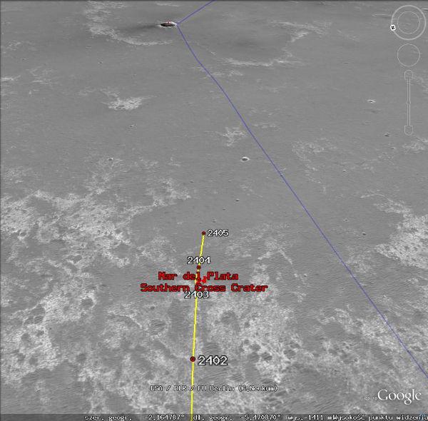 Położenie łazika Opportunity podczas dnia Sol-2405. U góry widoczny krater Santa Maria. Po prawej 16-17m krater (NASA)