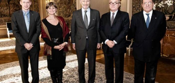 Od lewej: Frank De Winne - astronauta ESA; belgijski minister badań naukowych Sabine Laruelle; Filip Koburg, książę Brabancji, następca tronu Belgii; dyrektor generalny ESA Jean-Jacques Dordain; podsekretarz stanu Włoch Giuseppe Pizza / Credits: Emmanuel Bourgois