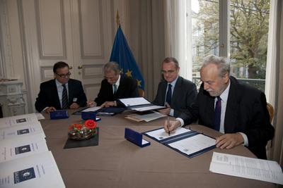 Podpisanie pakietu roboczego nr 6 programu Galileo. Od lewej: Franceso D'Amore, Hubertus Wanke, Diego Canga Fano, René Oosterlinck / Credits: ESA - S. Corvaja