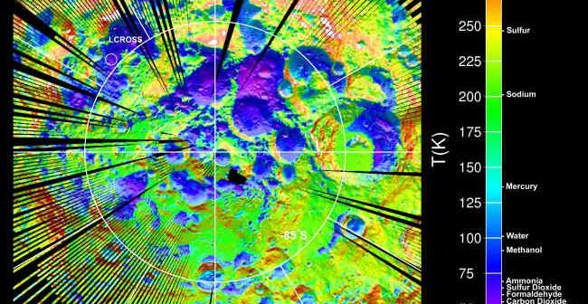 Rozkład związków chemicznych w podbiegunowym regionie Księżyca, zarejestrowany przez detektor sondy LRO; w lewym górnej części wizualizacji widoczny rejon uderzenia LCROSS (UCLA/NASA/Jet Propulsion Laboratory, Pasadena, Calif./Goddard)