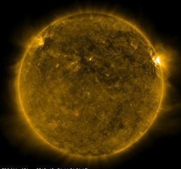 Słońce w dniu 31 października 2010. Grupa 1117 znajduje się przy prawym brzegu tarczy Słońca. / Credits - NASA, SDO