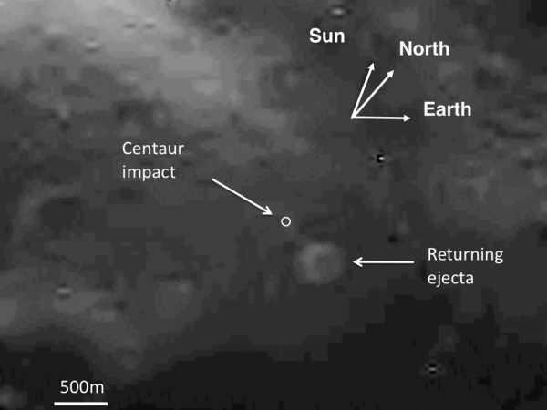 Jedno z ostatnich zdjęć przesłanych przez sondę LCROSS, przedstawiające miejsce impaktu Centaura oraz opadającą już chmurę wyrzuconej po zderzeniu materii (Brown University/Peter H. Schultz and Brendan Hermalyn, NASA/Ames Vertical Gun Range)