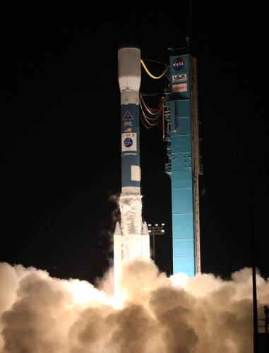 Start rakiety Delta II z satelitą COSMO-SkyMed 3 w 2008 roku (ULA)