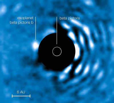 Obraz Beta Pictoris b uzyskany za pośrednictwem koronografu Apodizing Phase Plate (European Southern Observatory - ESO)