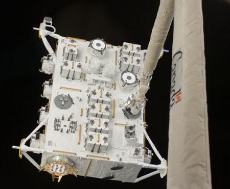 Lipiec 2009 roku - moduł EF jest przenoszony na docelowe miejsce (misja STS-127) / Credits - NASA