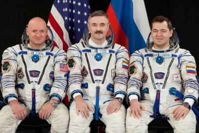 Załoga Sojuza TMA-01-M. Scott Kelly, Aleksandr Kaleri, Oleg Skripoczka / Credtis: NASA