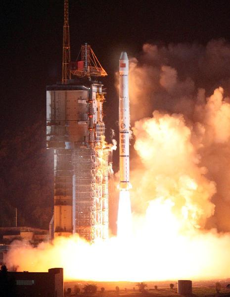 Start rakiety Długi Marsz 3A z satelitą Xhongxing 20A / Credits: Xinhua,Wang Yulei