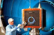 Prace nad satelitą UK-DMC-2 / Credits: SSTL