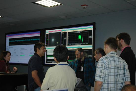 Zespół naukowców i inżynierów misji EPOXI przed wykonaniem ostatniego manewru korekcyjnego (NASA/JPL-Caltech)