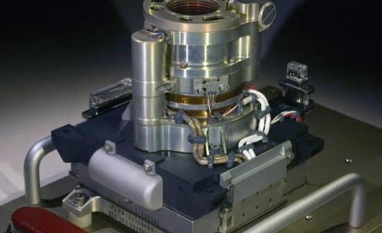 Kamera MAHLI przed montażem na ramieniu robotycznym łazika MSL (NASA/JPL-Caltech/Malin Space Science Systems)