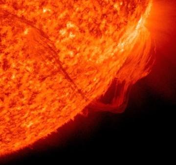 Widok protuberancji słonecznej w dniu 19 listopada 2010 / Credits - NASA, SDO