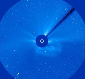 Pierwszy z CME, które nastąpiły 26 listopada 2010 roku / Credits - NASA, SOHO, ESA