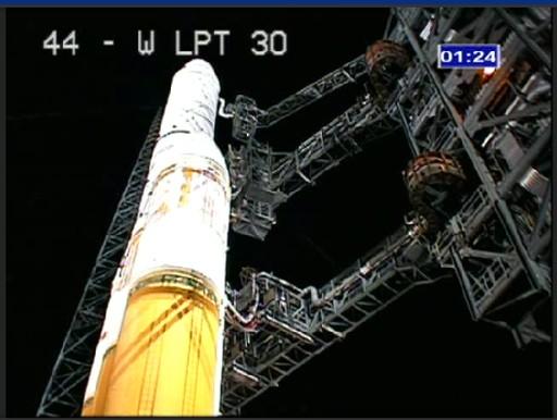 Zbliżenie na rakietę Delta IV w trakcie odliczania / Credits: ULA