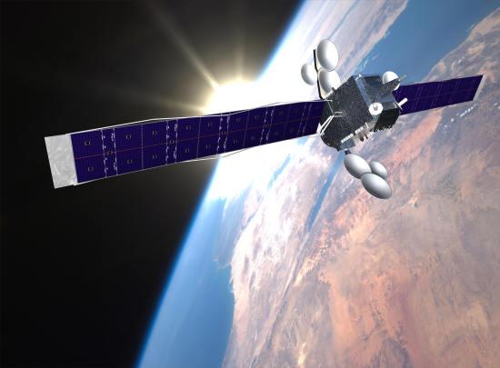 Wizja artystyczna satelity HYLAS 2 na orbicie Ziemi (Avanti Communications)