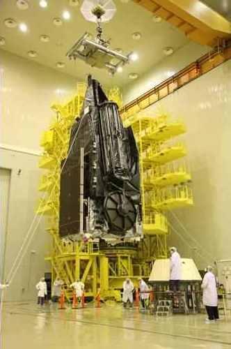 SkyTerra-1 podczas prac inżynieryjnych / Credits: LightSquared