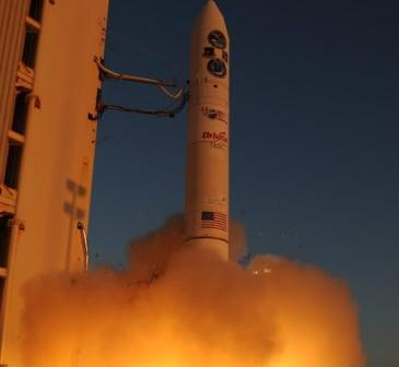 Sobotni start rakiety Minotaur IV z ładunkiem satelitów naukowych i technologicznych (Thom Rogers/T-Minus Productions Inc.)