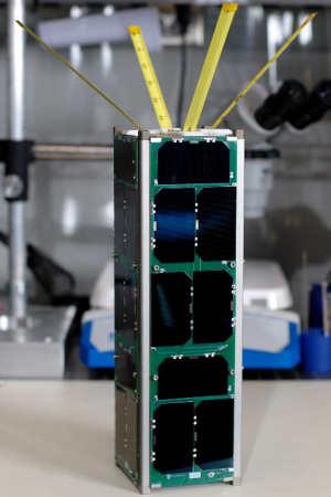 Ukończony satelita RAX typu Cubesat 3U (University of Michigan)