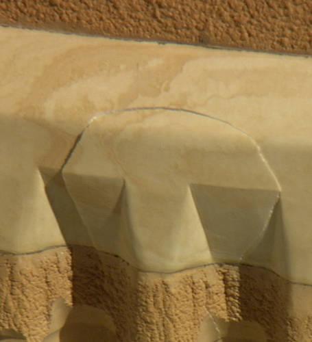 Kilkunastocentymetrowe uszkodzenie pianki izolacyjnej na zbiorniku głównym wahadłowca (NASA)