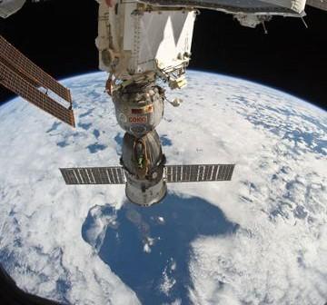 Sojuz TMA-19 zadokowany do ISS. Zdjęcie z 28 października 2010. / Credits - NASA
