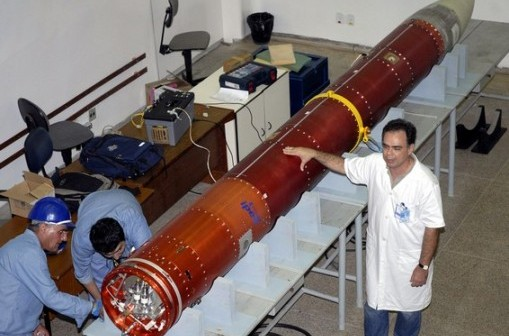 Załadunek VSB-30. 11 lipca 2007 / Credits: Antonio Cruz, WikiCommons