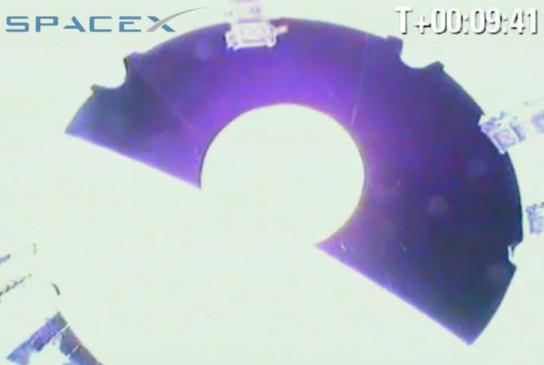 Moment separacji kapsuły Dragon od drugiego stopnia rakiety Falcon 9 (SpaceX)