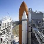 Charakterystyczny pomarańczowy zbiornik zewnętrzny ET (Externall Tank) - pęknięcia na jego elementach konstrukcyjnych odpowiedzialne za opóźnienie misji o 3 miesiące / Credits: NASA/Frank Michaux