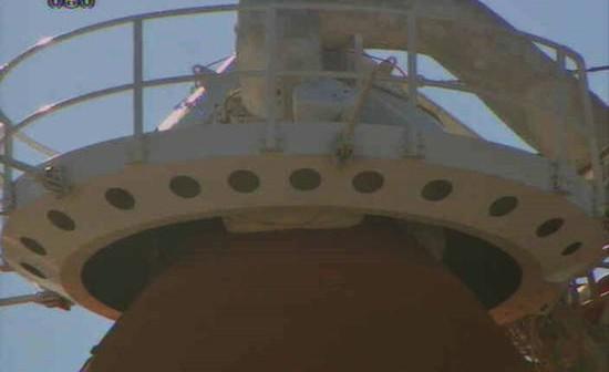 Po zakończeniu testu końcówka służąca do odprowadzania gazowego tlenu ponownie ustawia się nad zbiornikiem głównym (NASA)