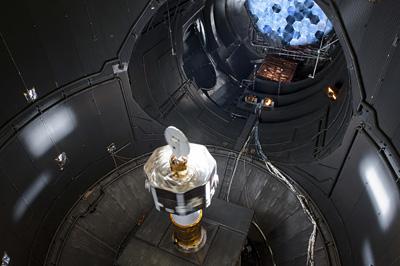 BepiColombo w trakcie testów termicznych / Credits: ESA