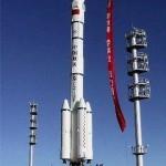 Chińska rakieta nośna Długi Marsz 2F, używana m.in. do wynoszenia statków załogowych (źródło: chiński Internet)
