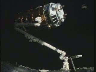12:54 CET - HTV-2 uchwycony przez SSRMS / Credits - NASA TV