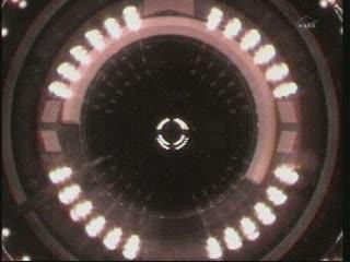 Ostatnie momenty przed przyłączeniem HTV-2 do ISS / Credits - NASA TV