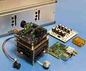 Elementy satelity STRaND-1 / Credits: SSTL