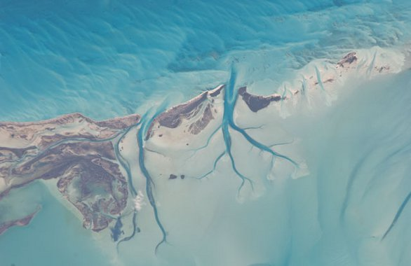 Fragment wyspy Long Island na Bahamach / Credits - NASA