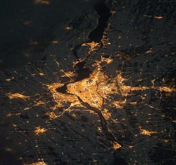 Montreal widziany z pokładu ISS (zdjęcie nocne) / Credits - NASA