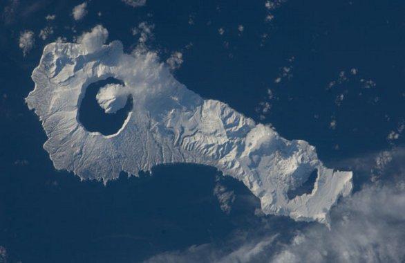 Wyspa - wulkan Onekotan na zachodnim Pacyfiku / Credits - NASA