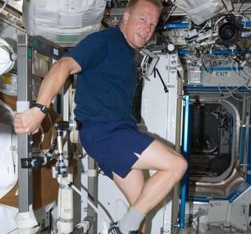 Astronauta Timothy Kopra w trakcie Ekspedycji 20 na ISS - lipiec 2009 / Credits - NASA