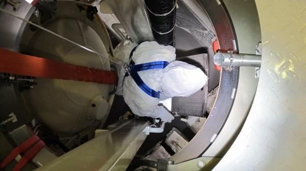 Instalacja ładunku wewnątrz ATV-2 w dniu 29 stycznia 2011 roku / Credits - ESA, D. Ducros