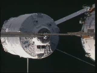 Godzina 16:51 CET (24.02.2011) ATV-2 w odlegości 11 metrów od ISS / Credits - NASA TV