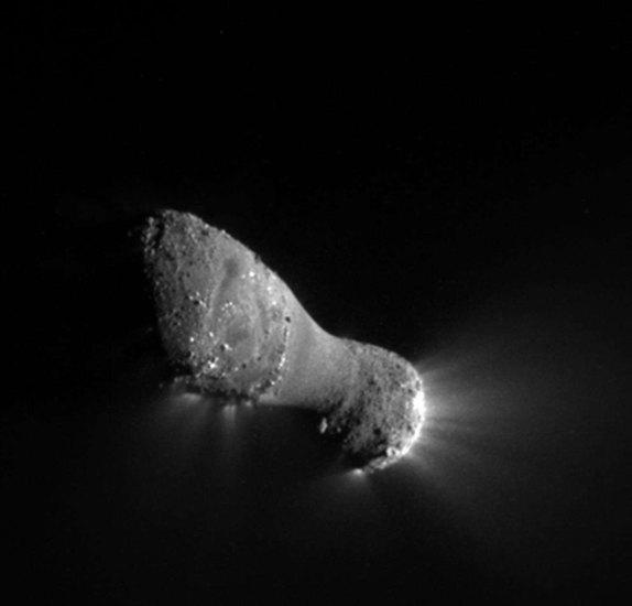 Jądro komety Hartley 2 sfotografowane przez sondę Deep Impact/EPOXI / Credits: NASA