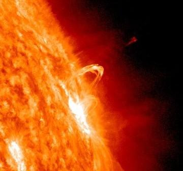 Grupa 1153 około 20 minut po wyzwoleniu rozbłysku klasy M / Credits - SDO, NASA