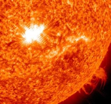 Rozblysk klasy X z dnia 15.02.2011 / Credits - NASA, SDO